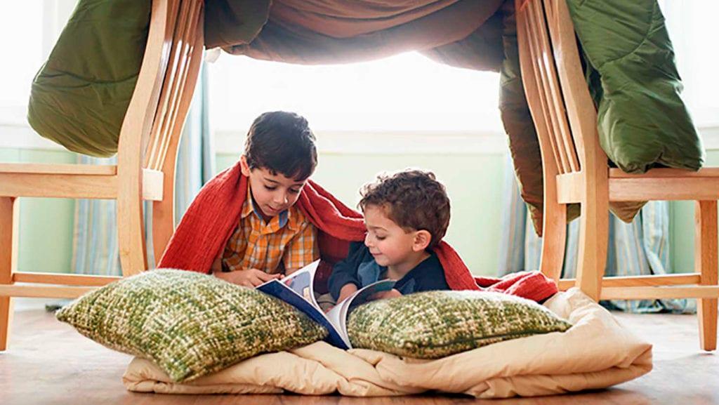 Acampamento para crianças em casa